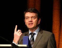 08.03.2012,  Stadthalle Attendorn, Das politische Gespräch, Jörg Schönenborn,   Bild: